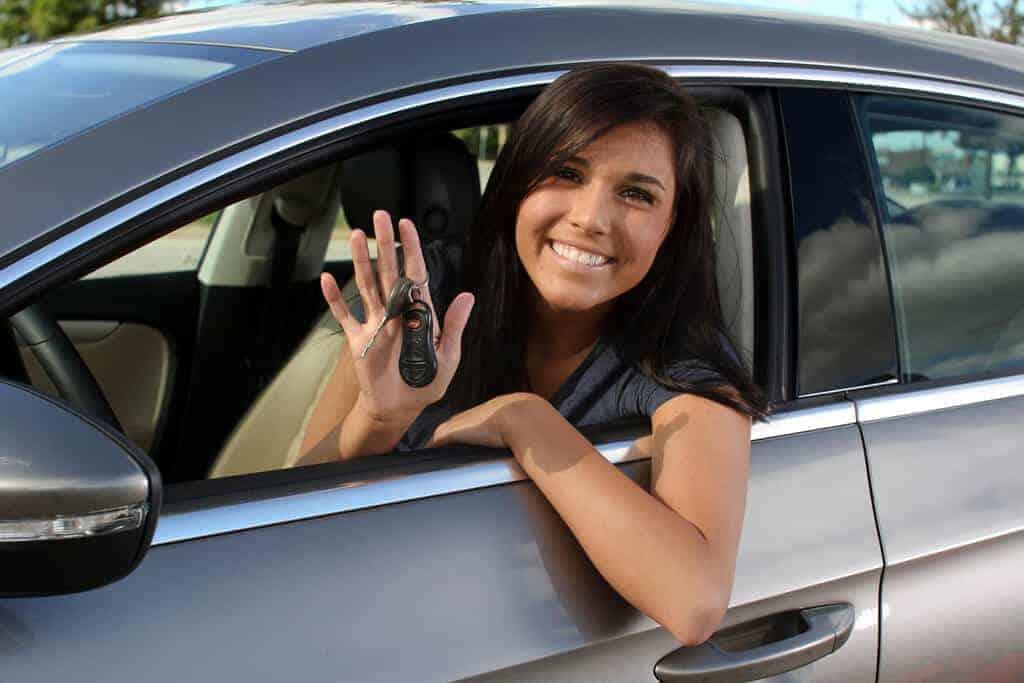 seguro de coche barato para jóvenes