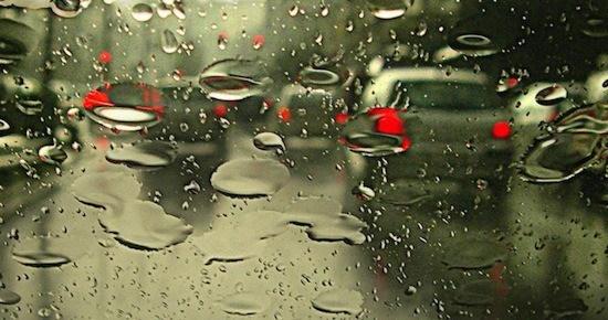 conducir con lluvia con caravana