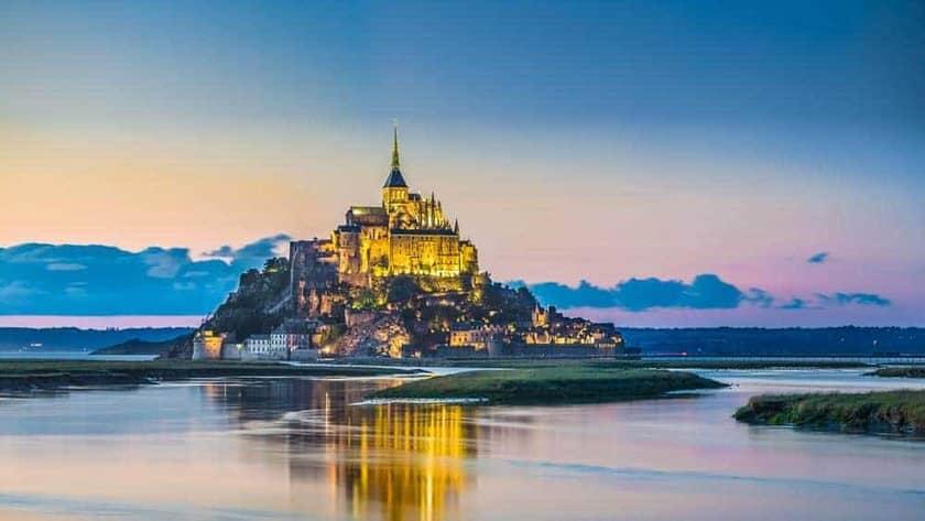 El Mont Saint-Michel, uno de los destinos obligatorios al viajar a Bretaña y Normandía en autocaravana